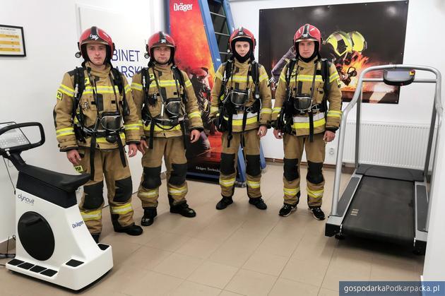 Przemyscy strażacy mają już swoją komorę dymową