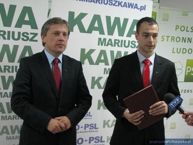 Od lewej Mariusz Kawa i Bartosz Romowicz, rzecznik wojewódzkich struktur PSL. Fot. Adam Cyło