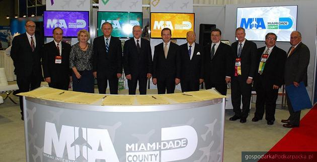 Członkowie polskiej delegacji, przedstawiciele hrabstwa Miami Dade oraz Miami International Airport. Fot. miami-airport.com