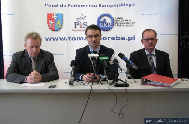 Od lewej Janusz Wojciechowski, Tomasz Poręba i Fryderyk Kapinos