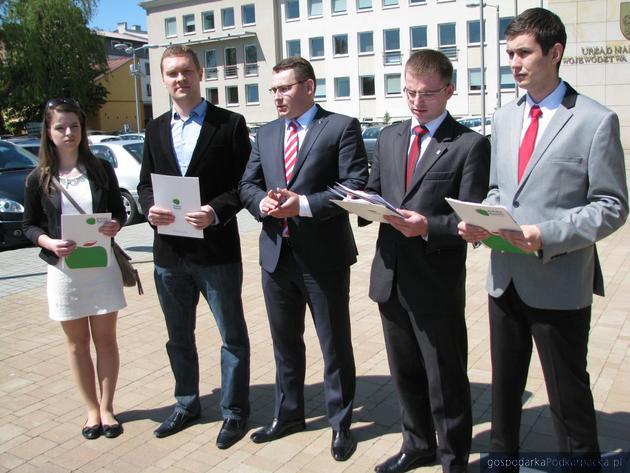 Od lewej Monika Kurasz,Waldemar Kotula, Paweł Skoczowski, Paweł Kurasz, Michał Delikat. Fot. Adam Cyło