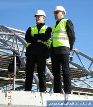 Od lewej kierownik budowy Tomasz Polek i profesor Aleksander Kozłowski. Fot. Best Construction