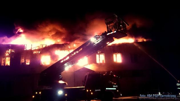 Pożar salonu Forda w Tarnobrzegu. Fot. Państwowa Straż Pożarna