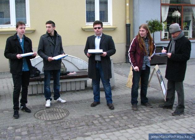 Zbieranie podpisów na 3 Maja w Rzeszowie. Fot. Adam Cyło