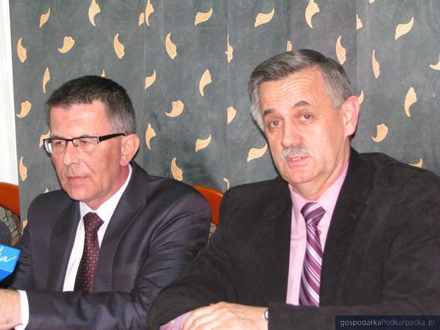 Od lewej Krzysztof Ślęzak, dyrektor oddziału ARP w Mielcu i Józef Jodłowski, starosta rzeszowski. Fot. Adam Cyło