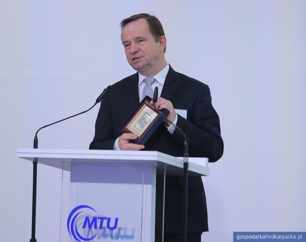 Srebrny herb od marszałka Władysława Ortyla. Fot. MTU